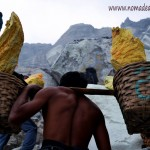 Porteadores del infierno: ascenso y descenso al volcán Kawah Ijen