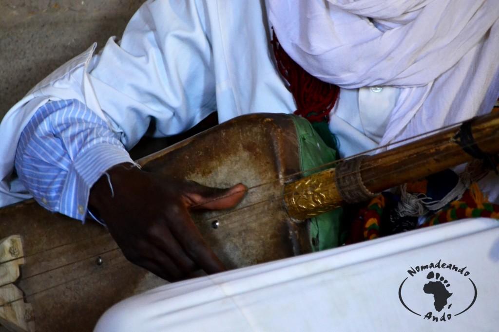 guembri (en árabe) o hajhouj (en tamazight)